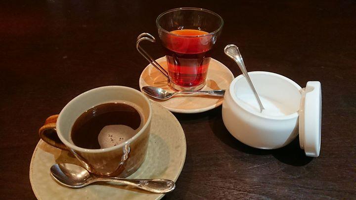 ランチタイムは、食後のコーヒー or 紅茶の一杯無料サービス始めました。